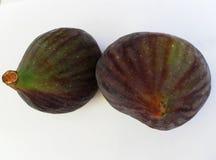 Figues d'isolement sur un fond blanc Le fruit mûr des figues Image stock