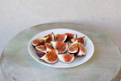 Figues dans le plat Photo libre de droits