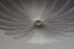 Figura abstrata em um teto do branco cinzento imagem de stock