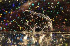 Figura abstrata feita do gelo em um fundo do Natal Imagens de Stock Royalty Free