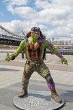 Figura adolescente de Donatello de la tortuga del ninja del mutante en el parque Muzeon en Moscú Fotografía de archivo libre de regalías