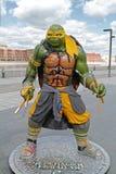 Figura adolescente de Miguel Ángel de la tortuga del ninja del mutante en el parque Muzeon en Moscú Imagenes de archivo