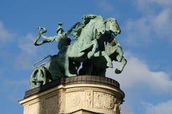 Uma escultura heróico no monumento do milênio em Budapest Imagens de Stock Royalty Free