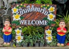 Figura benvenuta piacevole in giardino tropicale asiatico Immagine Stock