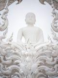 Figura branca no templo do rongkhun, Tailândia da monge imagem de stock royalty free
