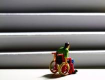 Figura C dell'uomo delle scale di accesso della sedia a rotelle Fotografia Stock Libera da Diritti