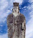 Figura china de la piedra del guarda en Wat Pho, Bangkok, Tailandia Fotos de archivo libres de regalías