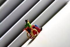 Figura D do homem das escadas do acesso da cadeira de rodas Foto de Stock