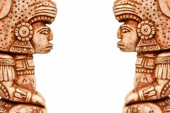 Figura da estátua de Inca Aztec contra no fundo branco, isolado imagens de stock