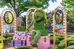 Figura da exposição do topiary da senhorita Piggy na exposição em Disney World imagem de stock royalty free