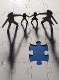 Figura da família na placa do enigma Imagens de Stock