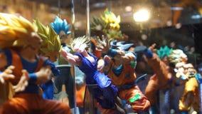 Figura de acción de Dragon Ball en una vitrina de un soporte en Romics almacen de metraje de vídeo