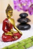 Figura de Buda en jardín del ZEN Fotos de archivo libres de regalías