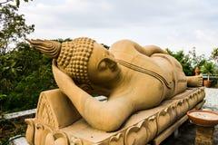 Figura de Buddha que se sienta imagenes de archivo