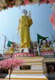Figura de Buddha que se sienta Templo de Wat Phra That Doi Kham Tambon Mae Hia, Amphoe Mueang Chiang Mai Province tailandia fotos de archivo libres de regalías