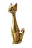 Figura de cobre amarillo del gato metálico sobre el blanco Foto de archivo