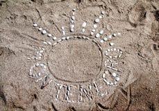 Figura de guijarros en una playa arenosa en Montenegro Fotos de archivo libres de regalías