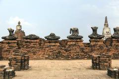 Figura de travagem antiga da Buda no templo velho do stupa no PR de Ayuthaya Fotografia de Stock