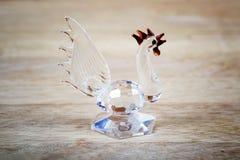 Figura de un gallo de cristal un símbolo de 2017 Fotografía de archivo