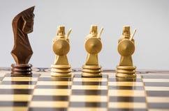 Figura del ajedrez en el gris Fotos de archivo