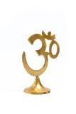 Figura del aum indio de oro del símbolo. aislado Fotos de archivo libres de regalías