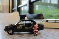 Figura del Babbo Natale in taxi Immagini Stock Libere da Diritti