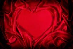 Figura del cuore piegata seta rossa lussuosa Fotografia Stock Libera da Diritti