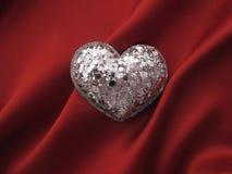 Figura del cuore su colore rosso Fotografie Stock