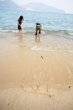 Figura del cuore sulla spiaggia Fotografie Stock