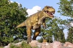 Figura del dinosauro in parco Lettonia immagine stock libera da diritti