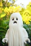 figura del fantasma para Halloween y la palmera Imagen de archivo