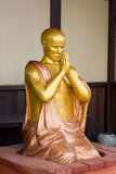 Figura dell'oro della rana pescatrice di preghiera Immagine Stock