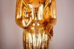Figura dell'oro di Buddha in tempio Bangkok, Tailandia Primo piano Fotografia Stock Libera da Diritti