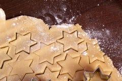 Figura della stella della pasta dei biscotti di taglio Immagine Stock Libera da Diritti