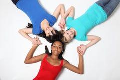 Figura della stella di divertimento da tre amici dell'adolescente Fotografia Stock Libera da Diritti