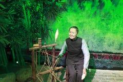 Figura di cera di filatura antica cinese del lavoratore Immagine Stock