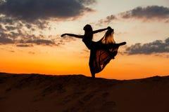 Figura di dancing di una donna Fotografie Stock Libere da Diritti