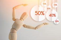Figura di legno che rivela promozione piana co di sconto di sconto dell'etichetta Immagini Stock