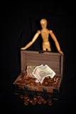 Figura di legno con il salvadanaio Immagine Stock Libera da Diritti