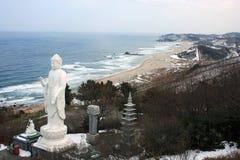 Figura di seduta del Buddha sulla frontiera fra la Corea del Sud e la Corea del Nord Fotografie Stock