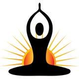 Figura di yoga con il marchio del sole Immagini Stock Libere da Diritti
