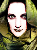 Figura diabolica incappucciata occhi di colore giallo Immagine Stock