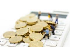 Figura diminuta: Calculadora para dinheiro calculador, imposto, mensal/anualmente Uso da imagem para a finança, conceito do negóc Imagem de Stock