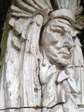 A figura do nativo americano cinzelou na pedra imagem de stock royalty free