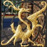 Figura dorata del drago immagini stock libere da diritti