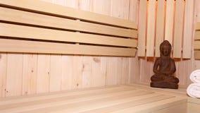 Figura e acessórios da Buda na sauna video estoque