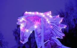 Figura efervescente cabeça de cavalo do gelo com juba do voo fotografia de stock royalty free