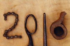 figura 2016 en fondo de madera Imagen de archivo