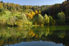 Figura en un paisaje del otoño. Foto de archivo libre de regalías
