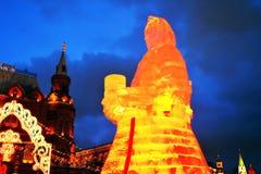 Figura enorme del ghiaccio di una donna a Mosca La bambola di Maslenitsa Immagini Stock